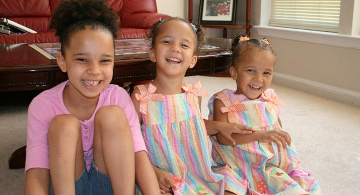 Jade, Erin, Taylor sitting together